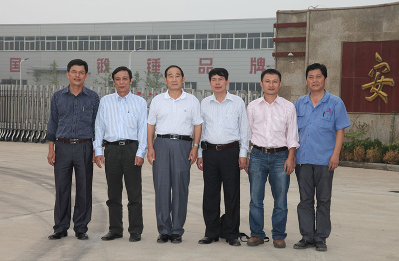 Vietnam pneumatic forging hammer customer visit our company