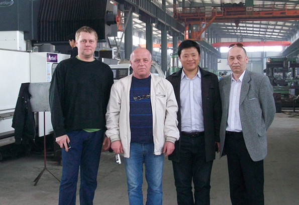 Russian hydrualic forging hammer customer visit our company